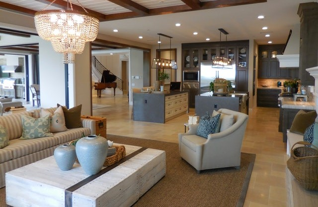 spacious and uncluttered living area for home sales